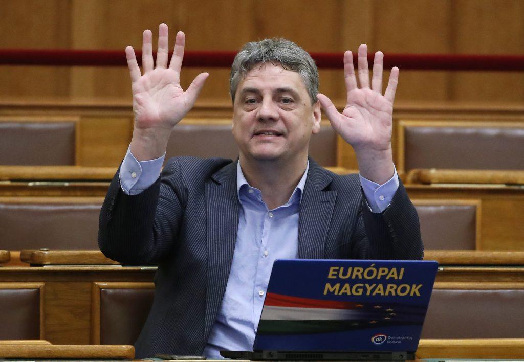 DK: 'Shameful' Orbán Talking to Salvini post's picture