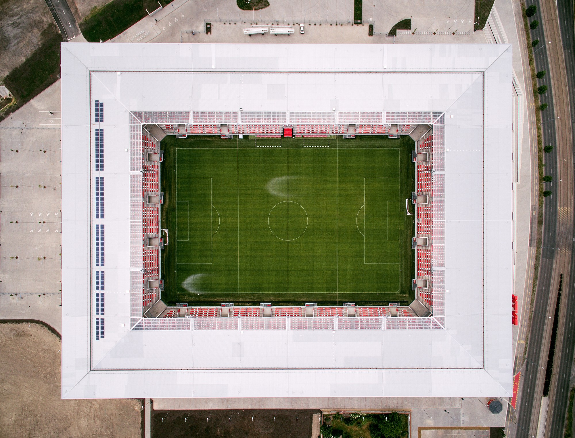 'Impressive and Elegant' Hungarian Stadium Awarded Stadium of the Year post's picture