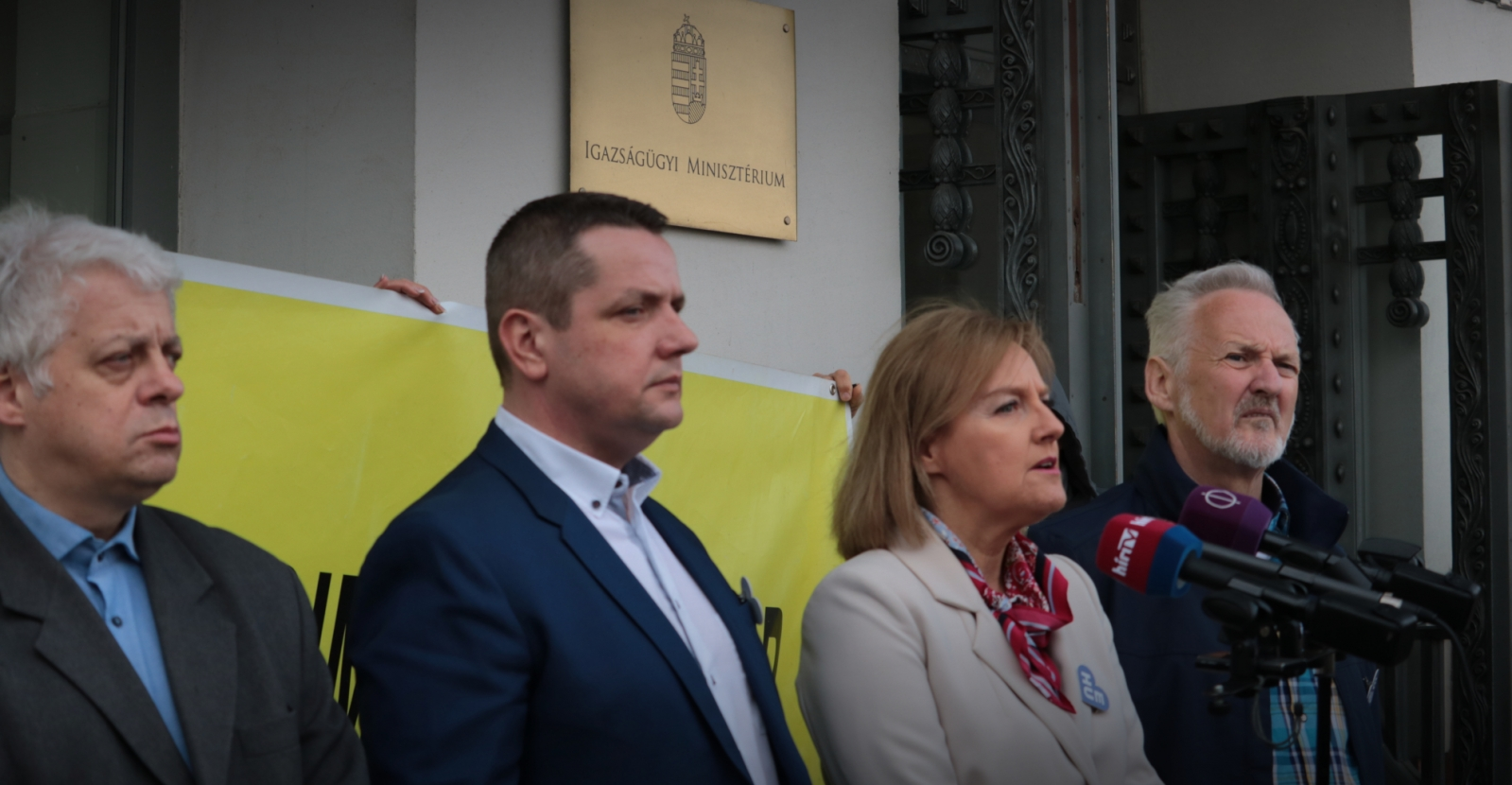 """Socialists-Párbeszéd Slam Justice Minister for """"Siding with Banks"""" post's picture"""