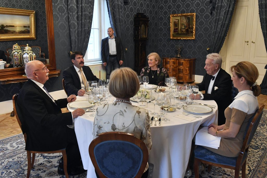 President Áder Hosts Members of Friends of Hungary Foundation post's picture