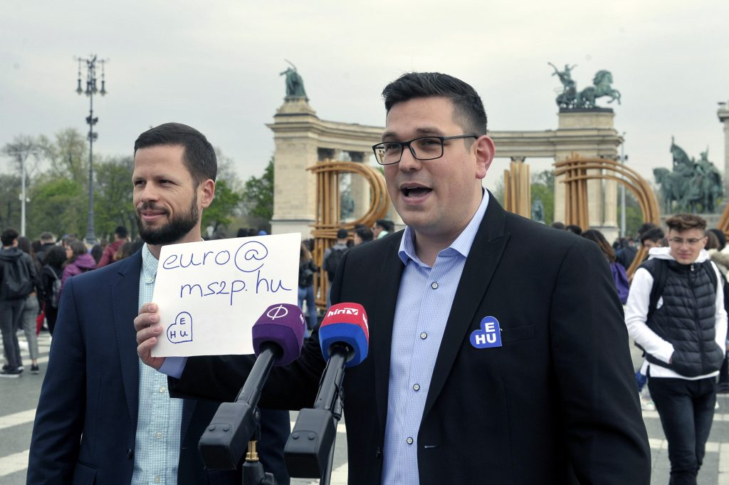 Socialist-Párbeszéd Urges Euro Introduction post's picture