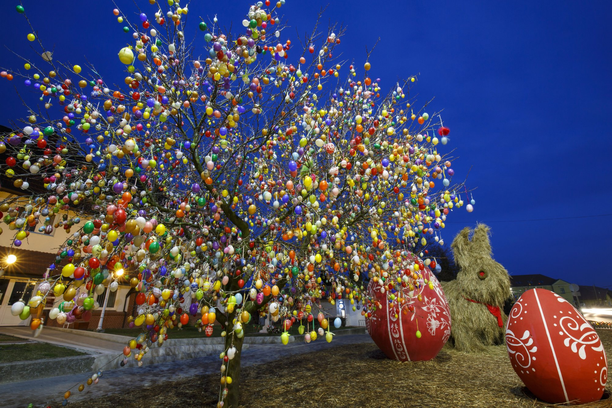 Hungarian Village Welcomes Easter with 9000 Colorful Eggs post's picture