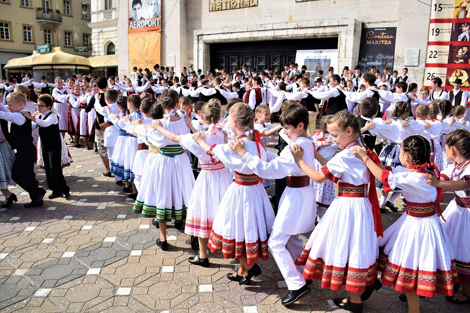 Week in the Life of the Hungarian Diaspora: Day of the Hungarian Film, Folk Dancers' Parade and Hungarian Holy Mass post's picture