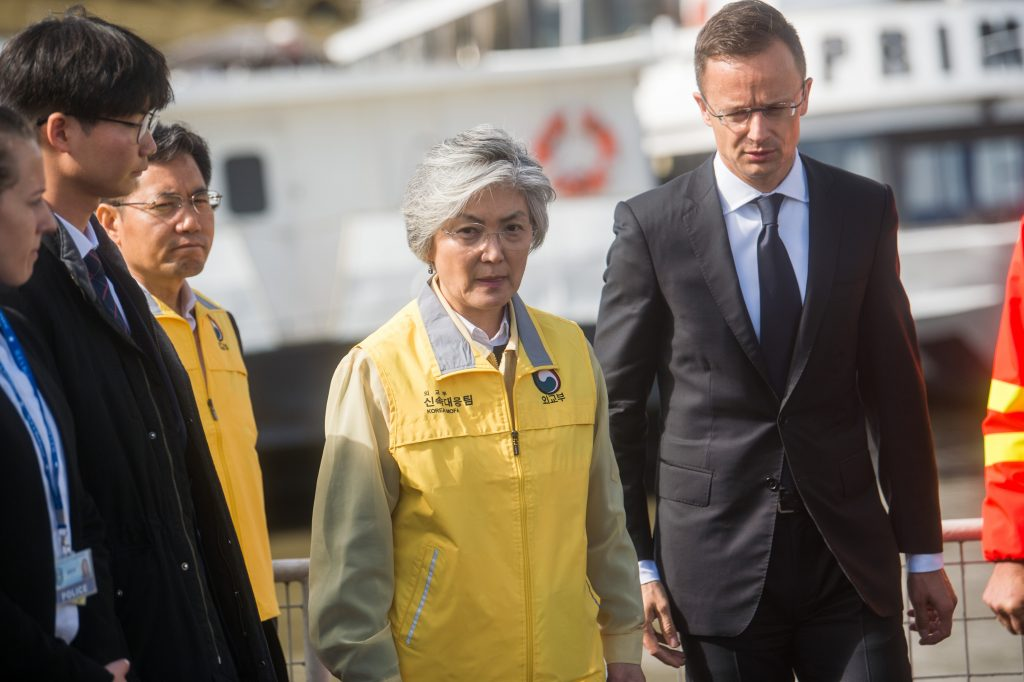 Ship Collision: Foreign Minister and South Korean Counterpart at Disaster Site post's picture