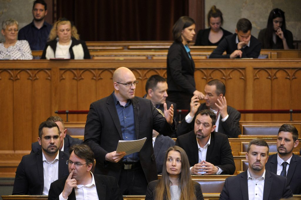 Jobbik Calls for Government Action to Strengthen Forint post's picture