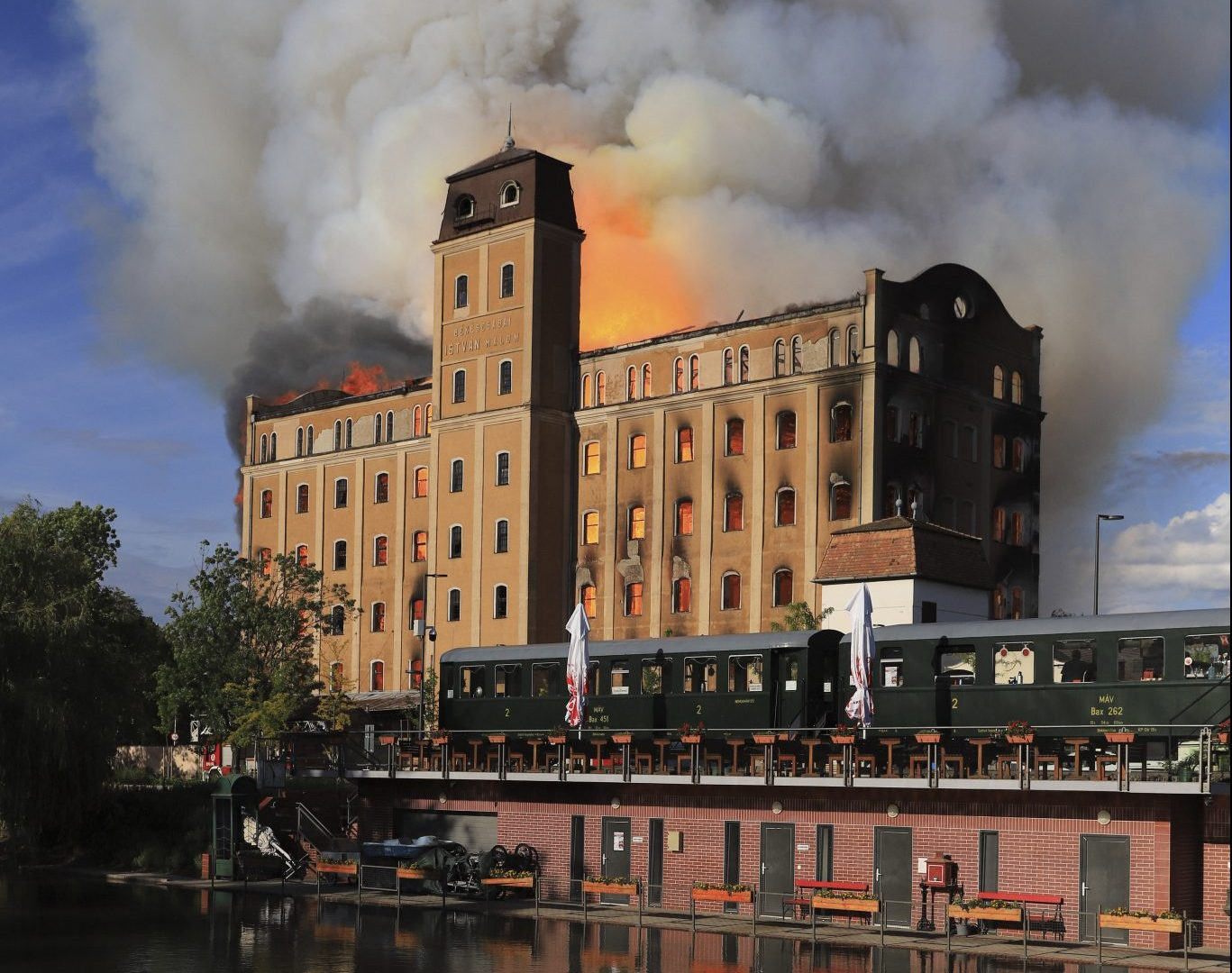 Historic Building of Former István Mill Ruined by Fire in Békéscsaba post's picture