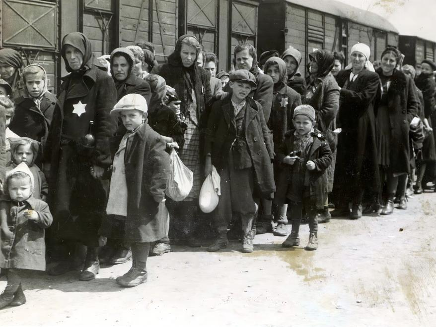 Volunteer Initiative Seeks to Gather More Photos of Holocaust post's picture