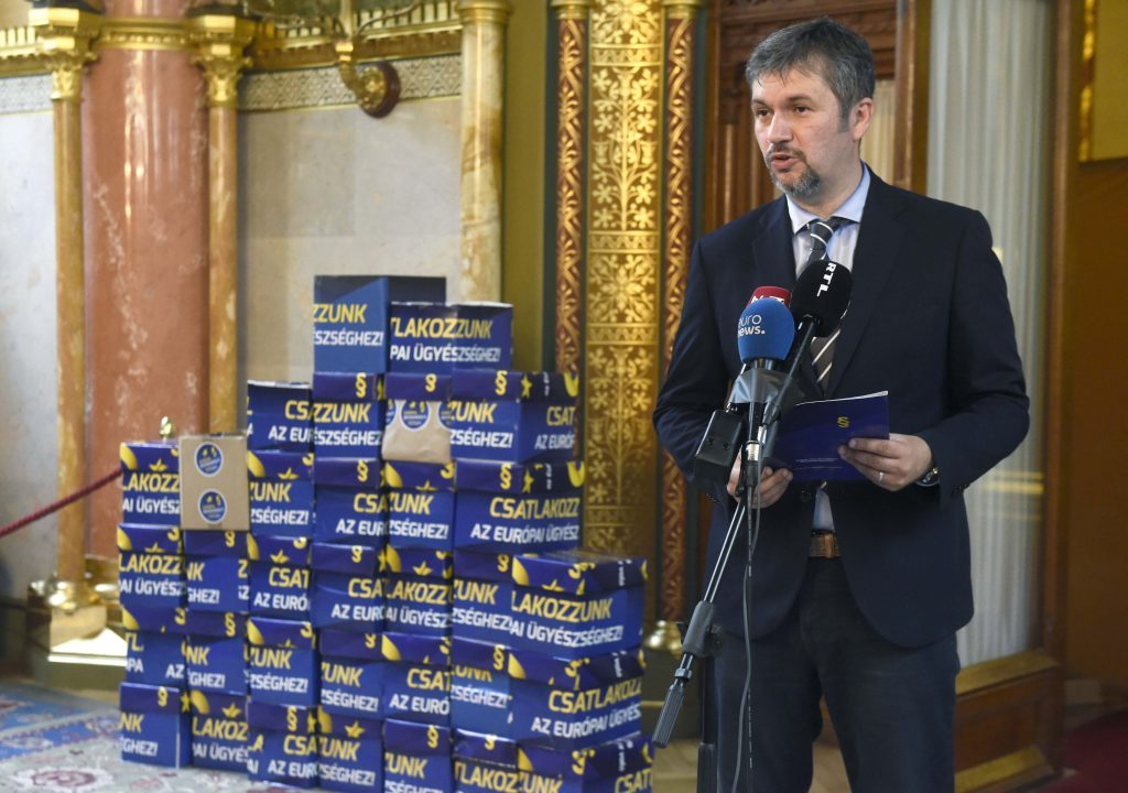 Opposition Collects 680,000 Signatures Backing European Prosecutor Initiative post's picture