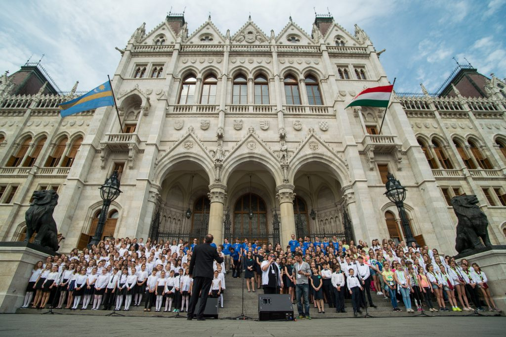 Thousands of Hungarian School Children Invited to Sing the 'Anthem of National Cohesion' on Thursday post's picture