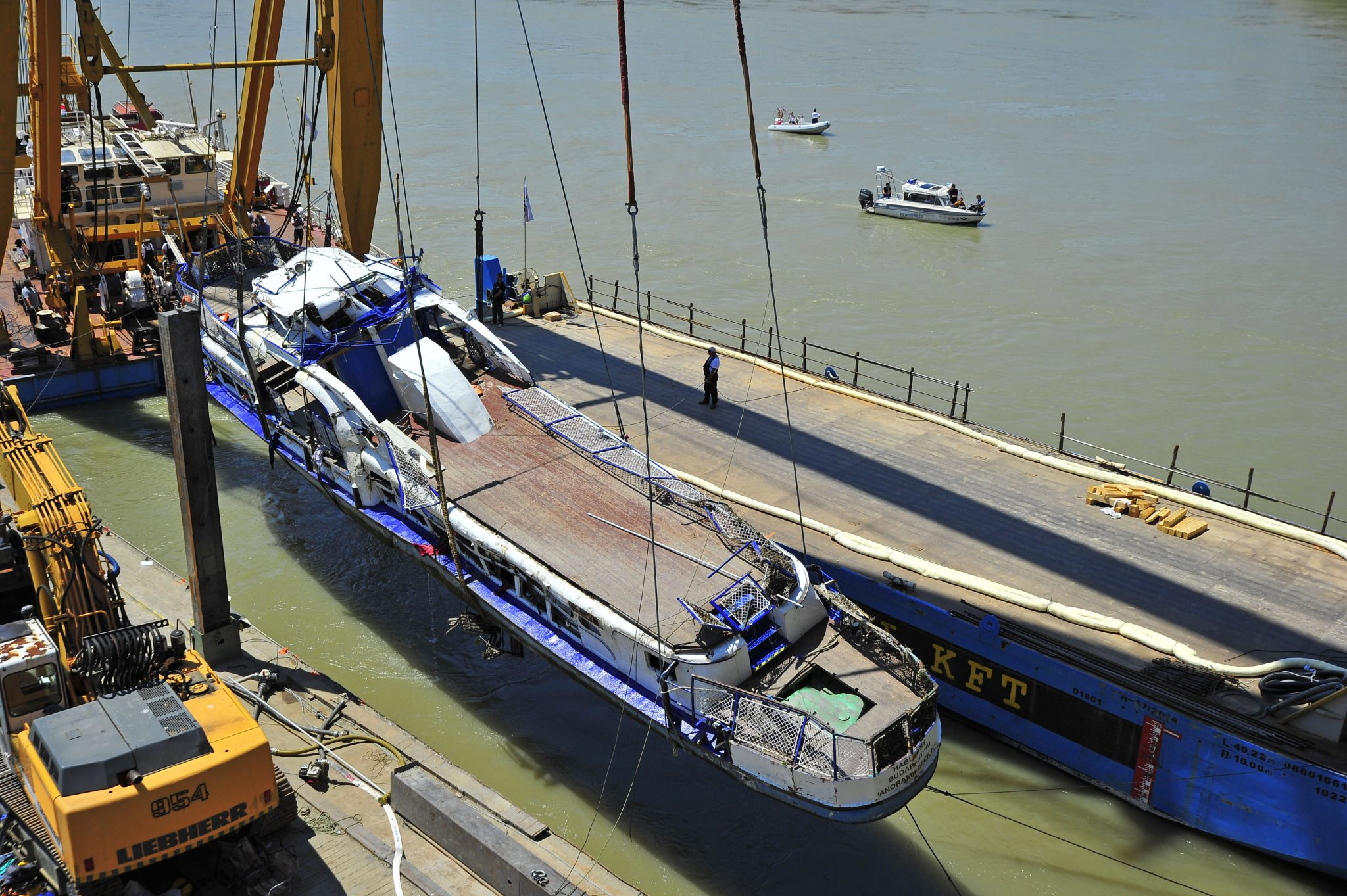Ship Collision: Hableány Wreck Hoisted from River Danube post's picture