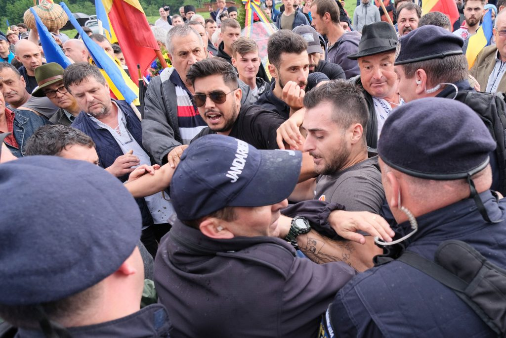 Angry Romanians Break into Úzvölgye WW1 Memorial Site, Attack Peaceful Hungarian Protesters post's picture
