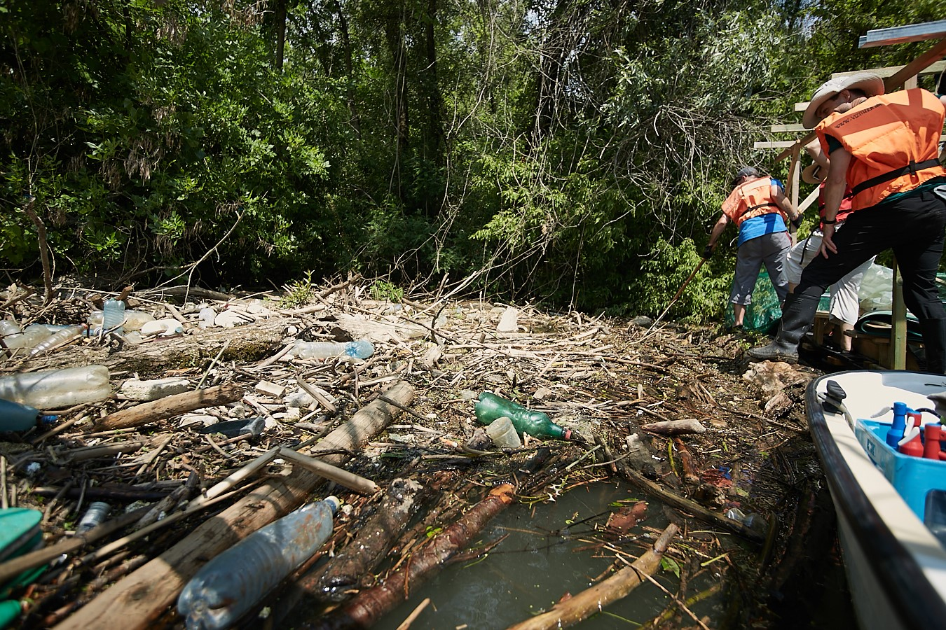 Three Tons of Plastic Waste Removed From Tisza and Reservoir by PET Cup Participants