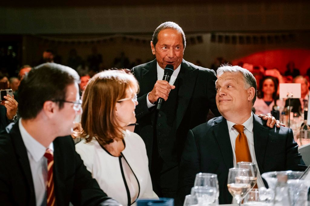 "Paul Anka Sings Special Version of ""My Way"" in Honor of Viktor Orbán post's picture"