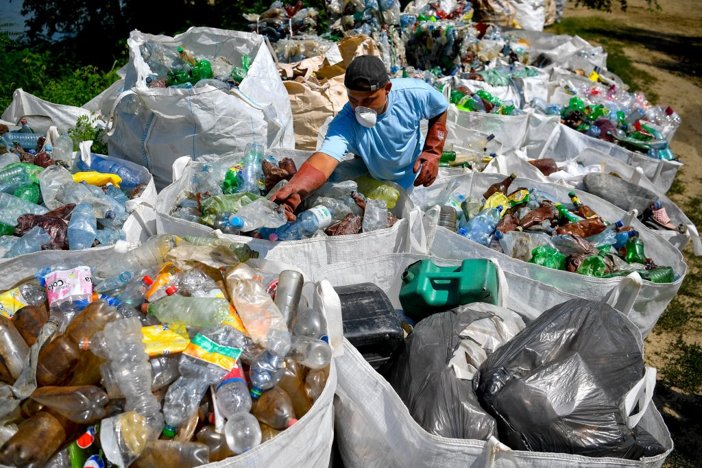 River Tisza Cleaned of 10,000 Tonnes of Waste at Kisköre post's picture