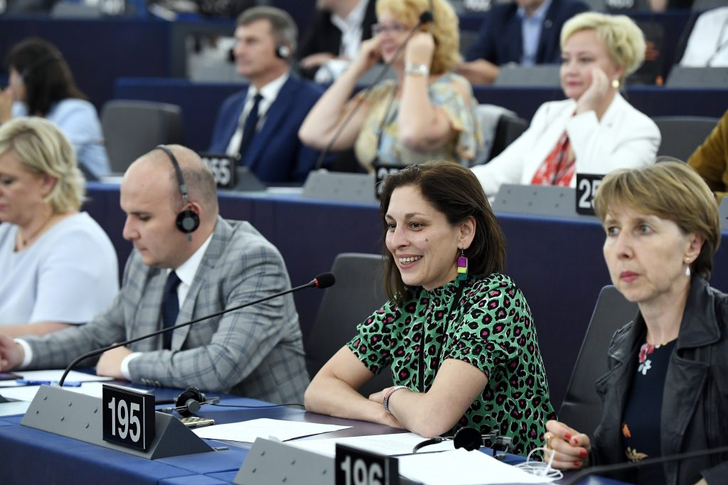 Fidesz MEP: EP Approves Framework on Roma Integration post's picture