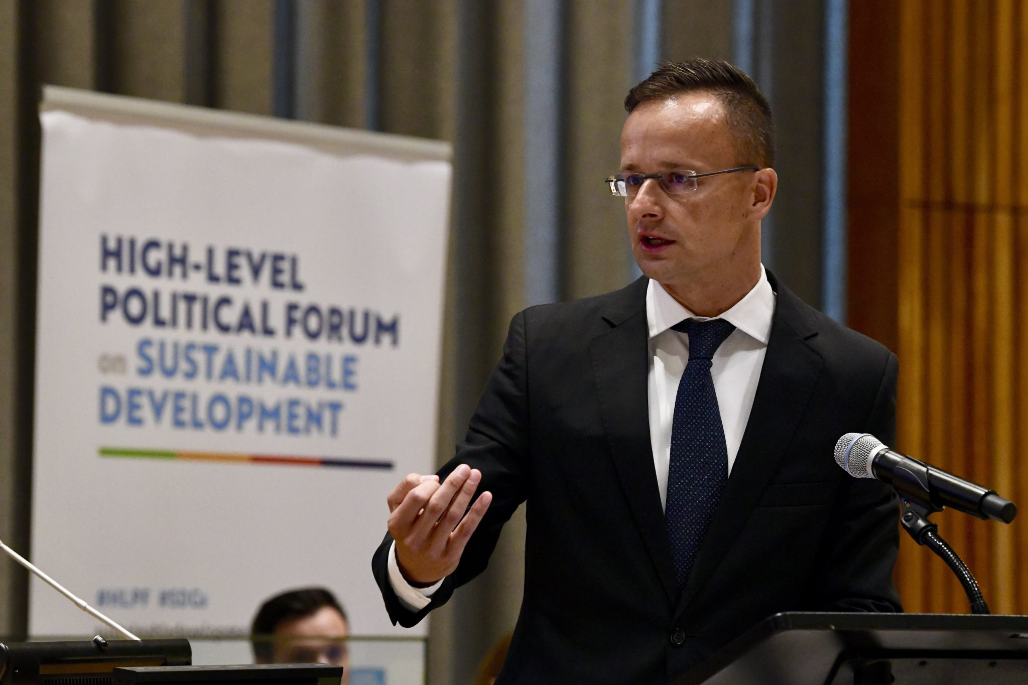 Szijjártó: Proposal to Give Illegal Migrants Equal Access to Health Care 'Unacceptable' post's picture