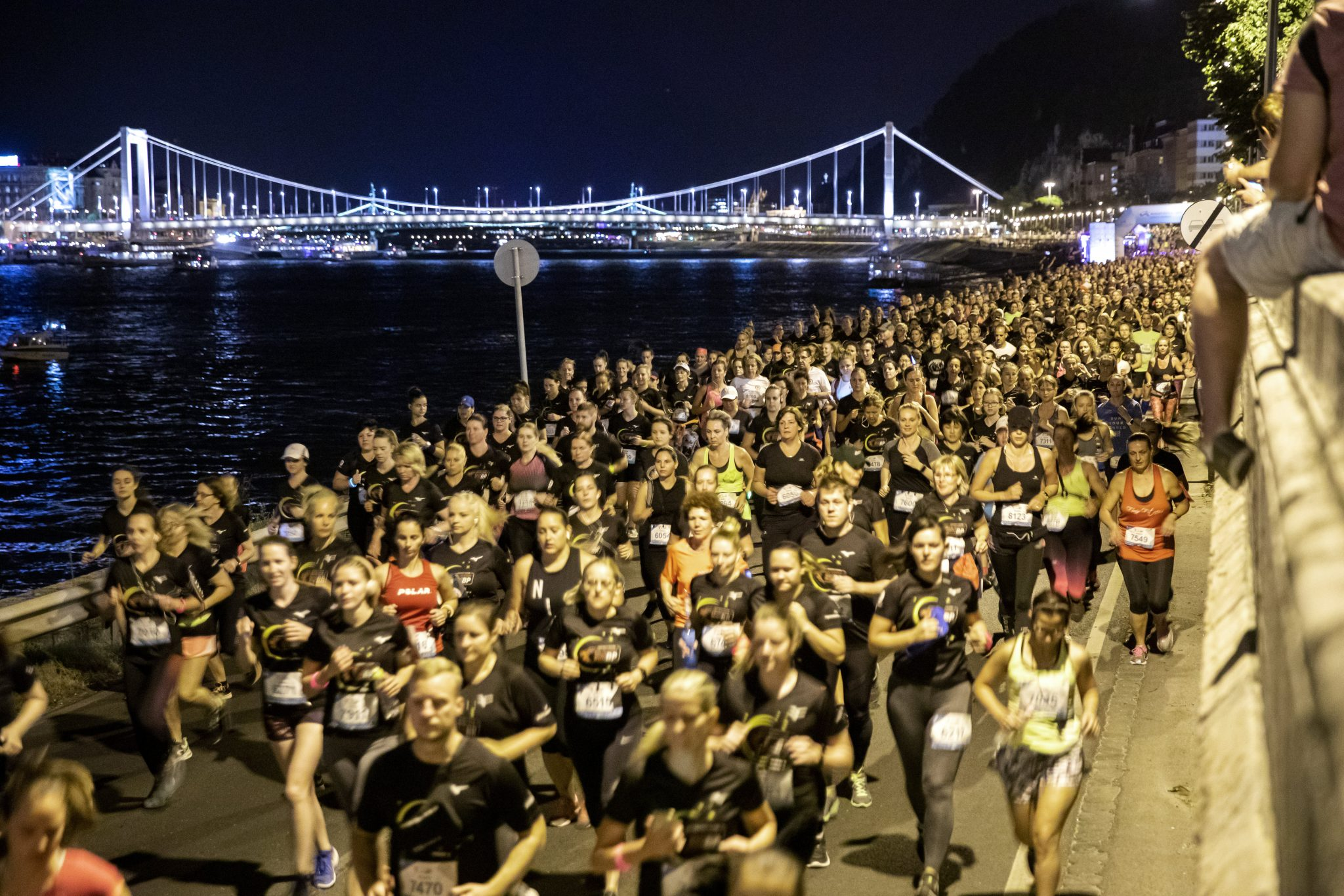 Six Thousand Participate in Night Run in Budapest post's picture