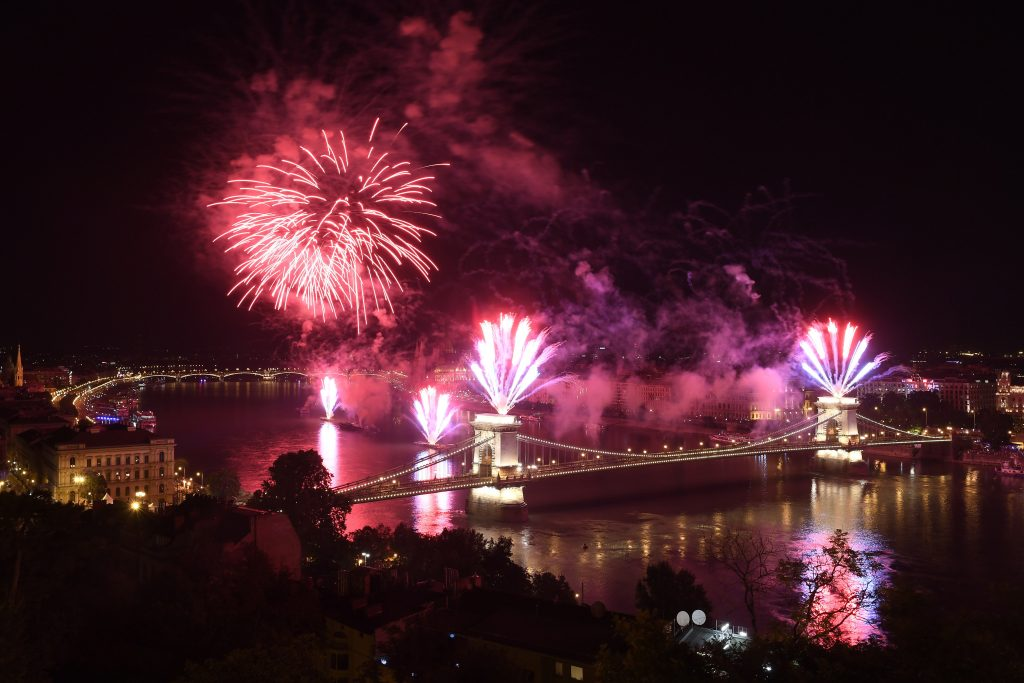 Budapest Bans August 20th Fireworks on Chain Bridge post's picture