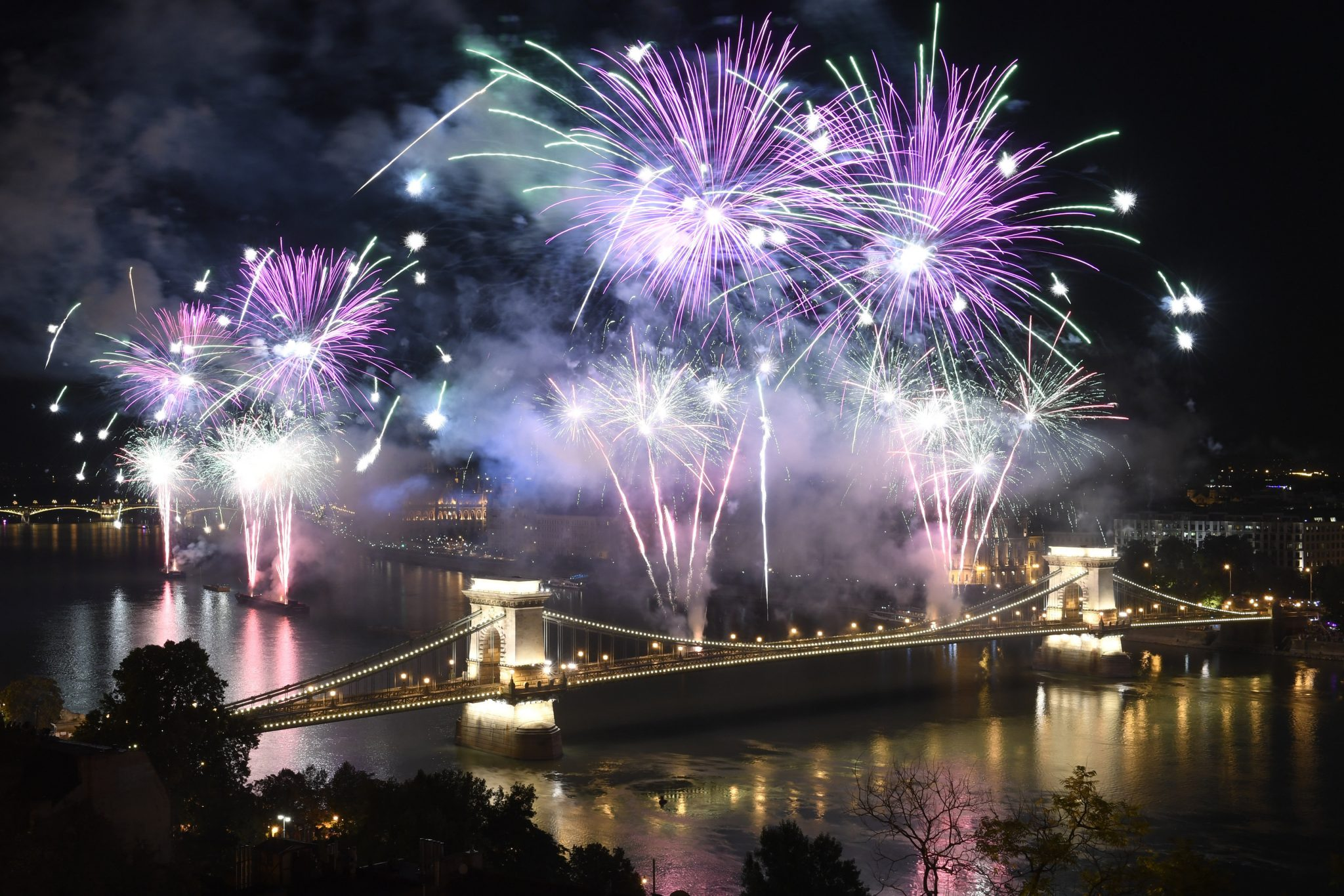 Amazing August 20th Fireworks in Pictures post's picture