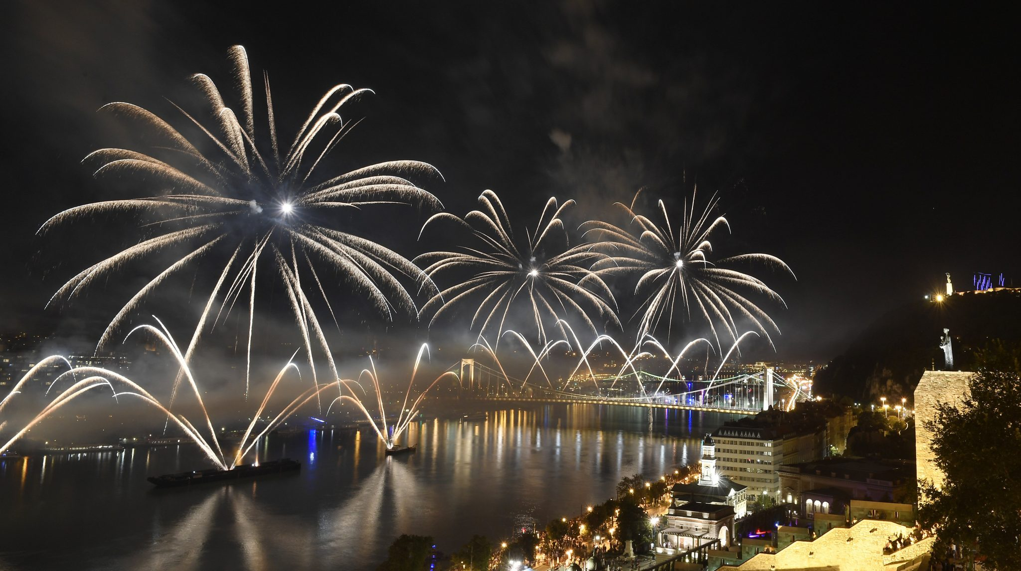 Gov't to Decide on Wednesday About August 20th Fireworks post's picture