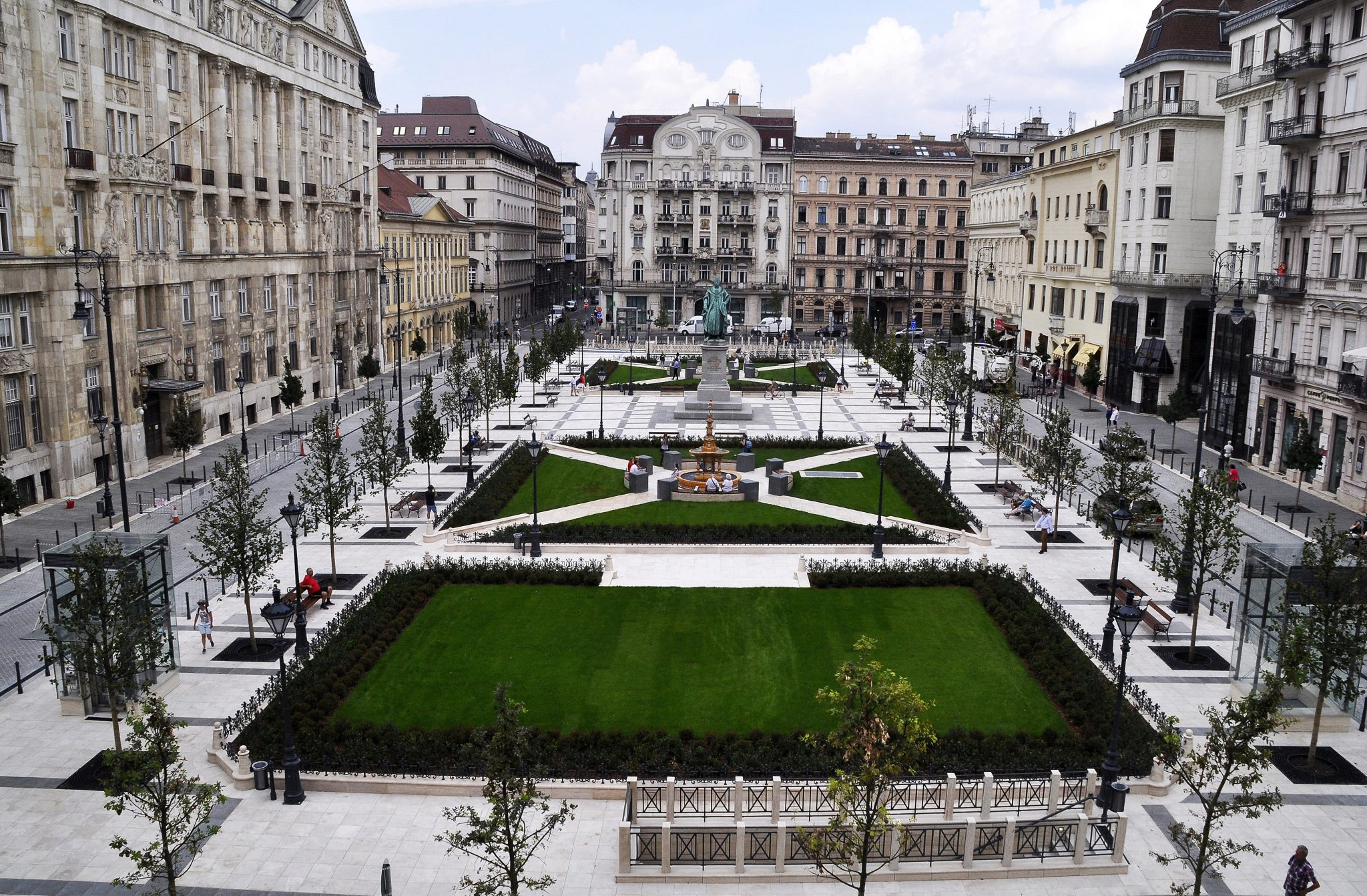 Reconstructed József Nádor Square: Kitschy or Lovely? post's picture