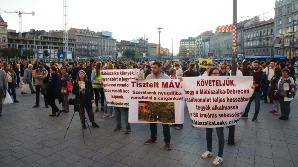 Unacceptable MÁV Conditions: Passengers Demonstrate against Slow Trains, Delays post's picture