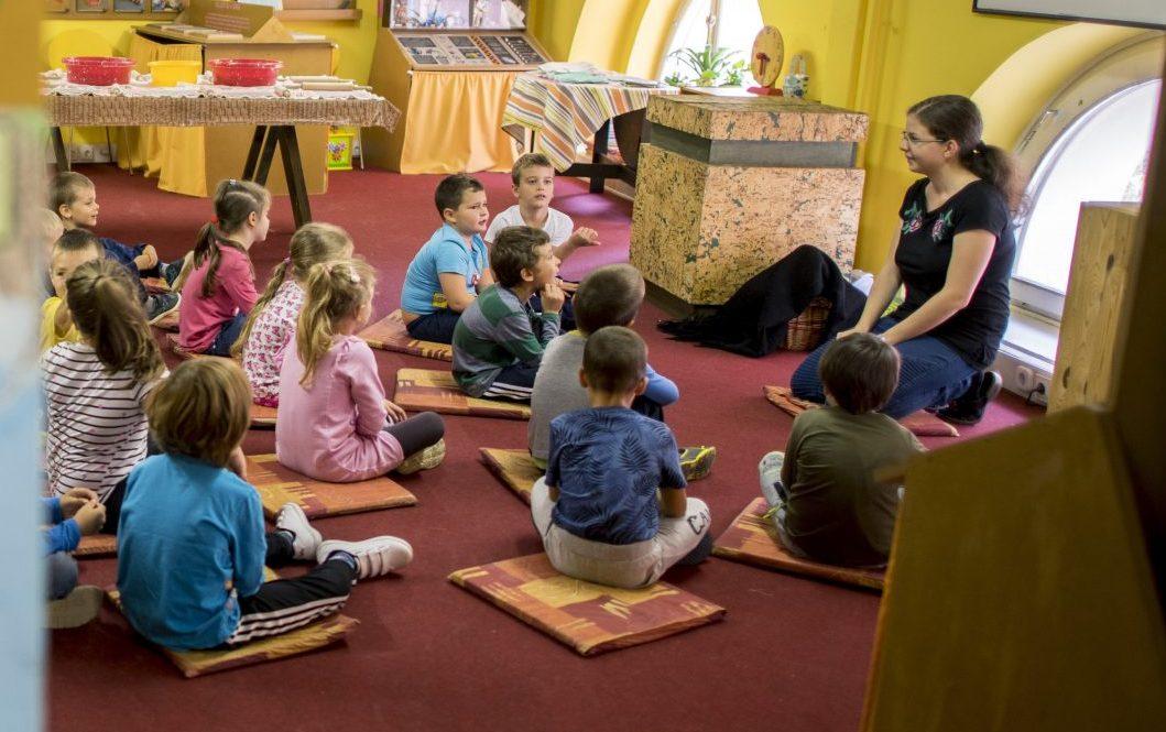 Gov't: English-language Kindergartens Not in Danger, Rule Unchanged