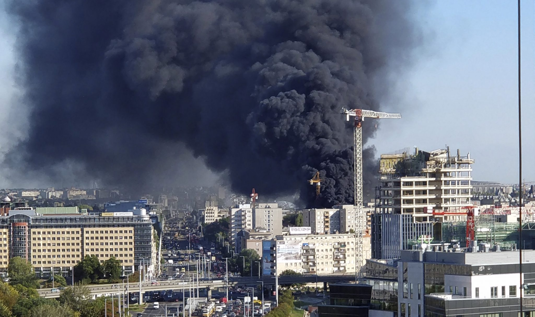 Fire Breaks out at High-Rise Building in Budapest post's picture