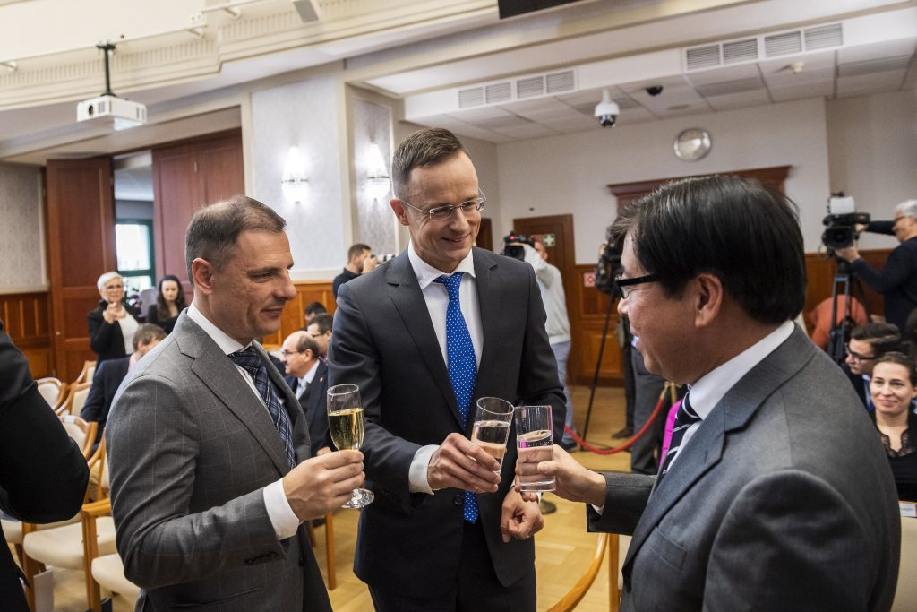 EC to Investigate Hungary State Support to Samsung Investment post's picture