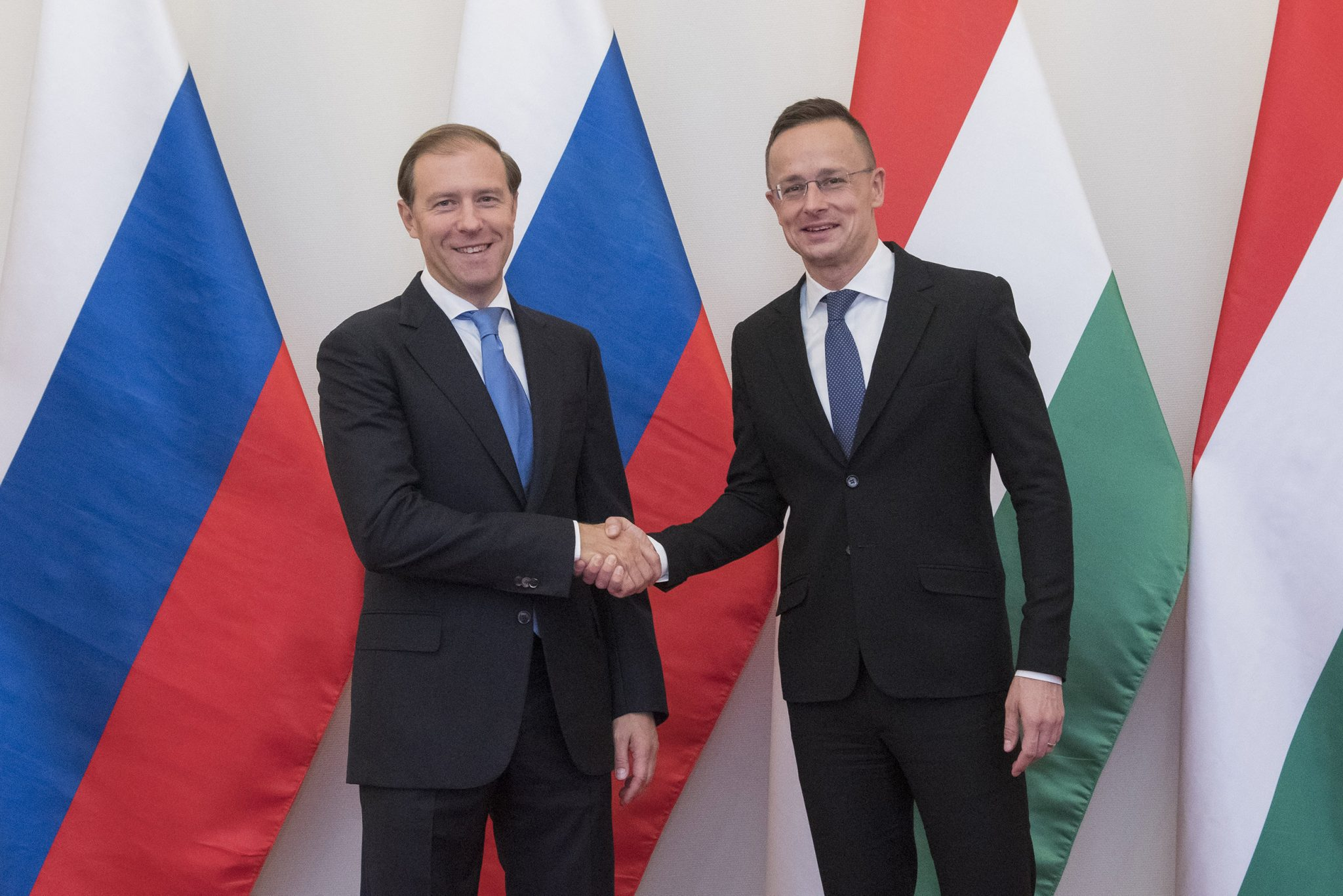 Minister of Foreign Affairs Meets Russian Industry Minister in Budapest post's picture