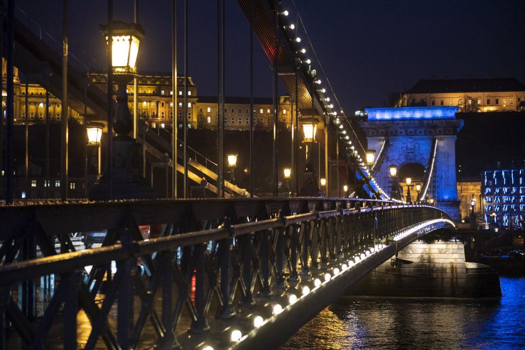 Jobbik, Socialists Urge Chain Bridge Revamp Project post's picture