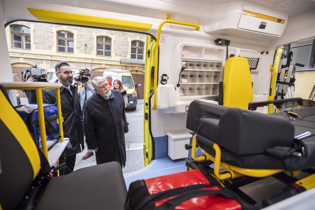 Human Resources Minister: Improving Working Conditions for Ambulances Primary Task post's picture