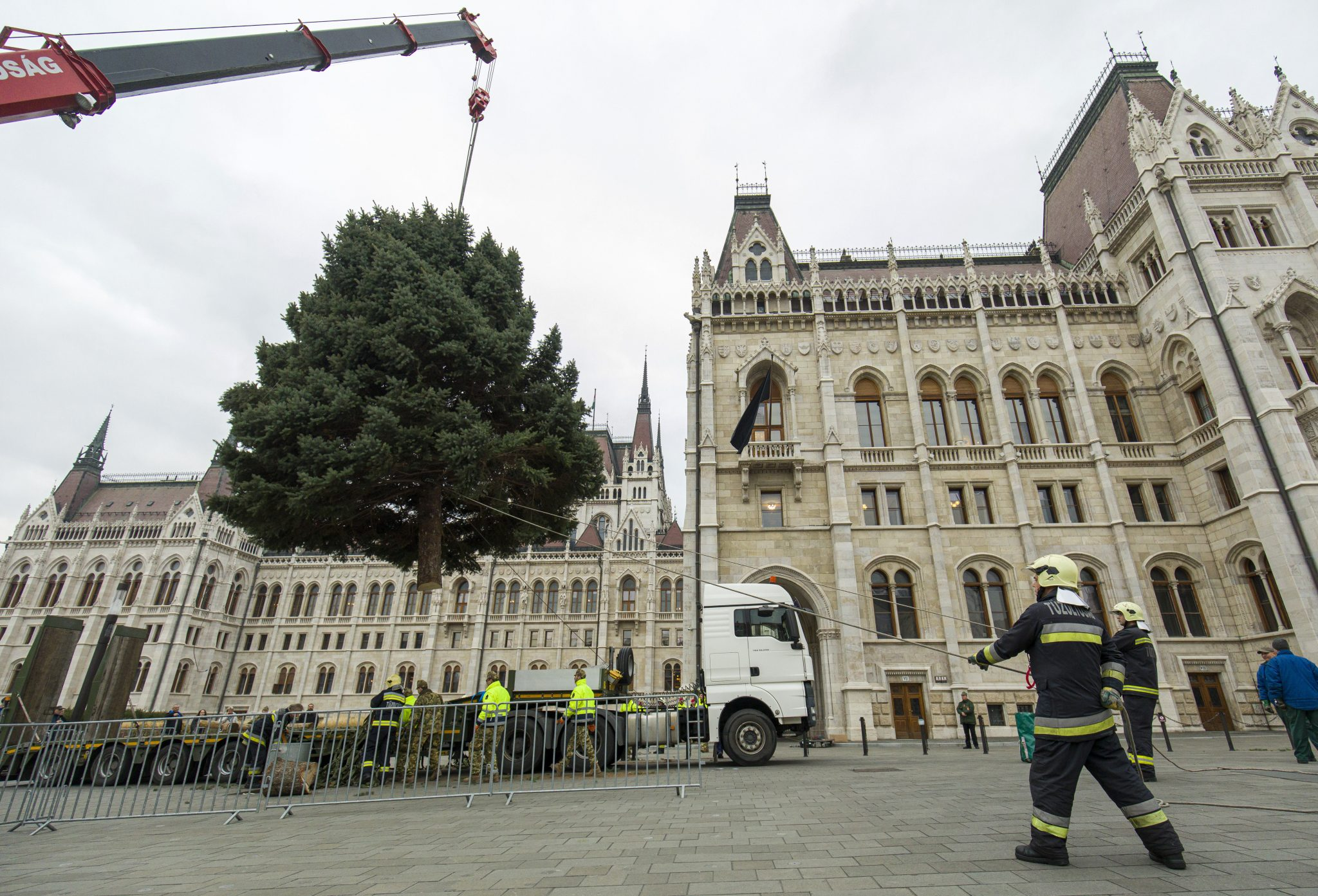 'Christmas Tree of Hungary' Set Up on Kossuth Square post's picture