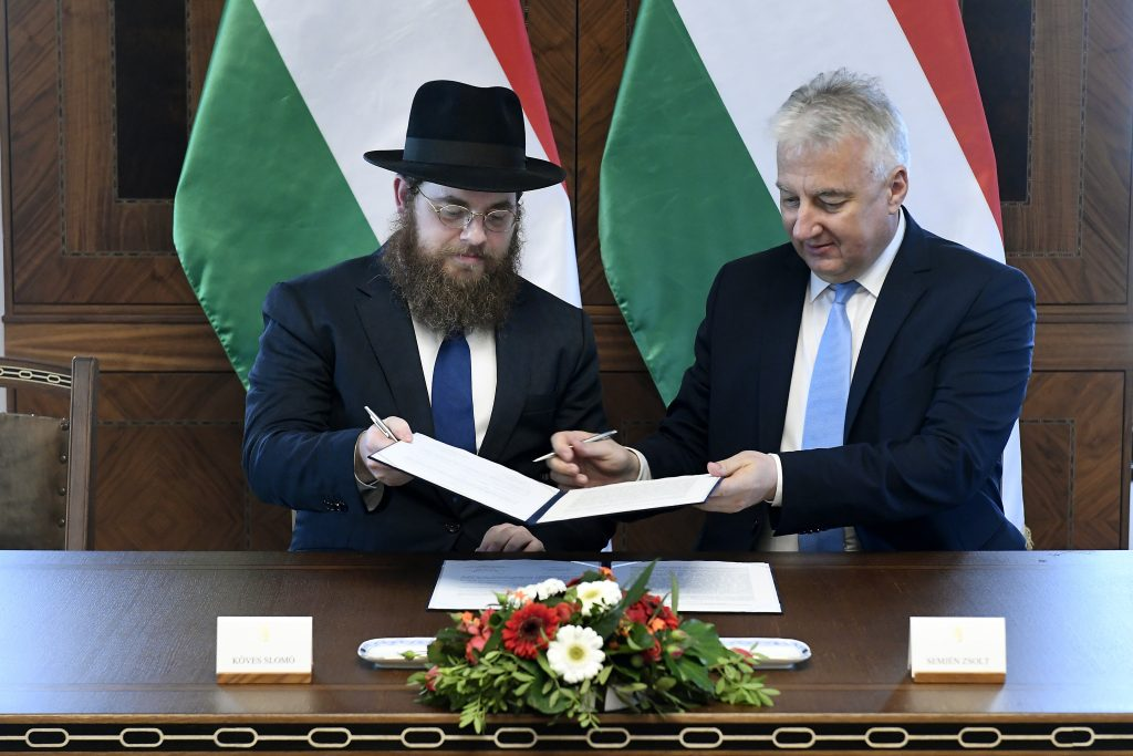 Govt, Jewish Congregation Sign Comprehensive Pact post's picture