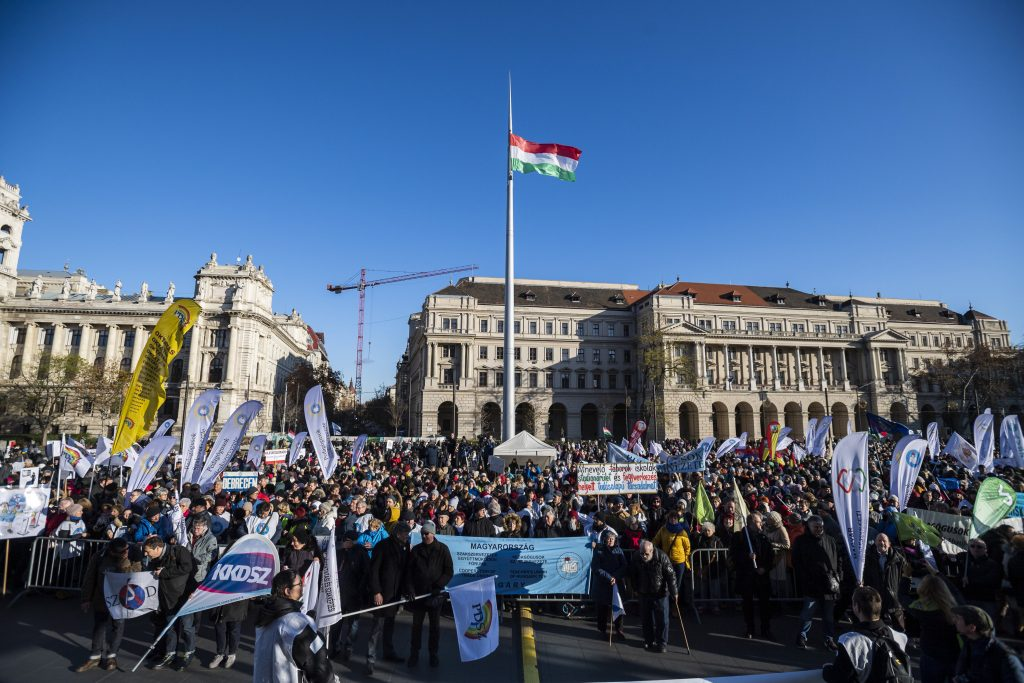 Teacher Demonstrations in Budapest for Better Wages and Working Conditions post's picture