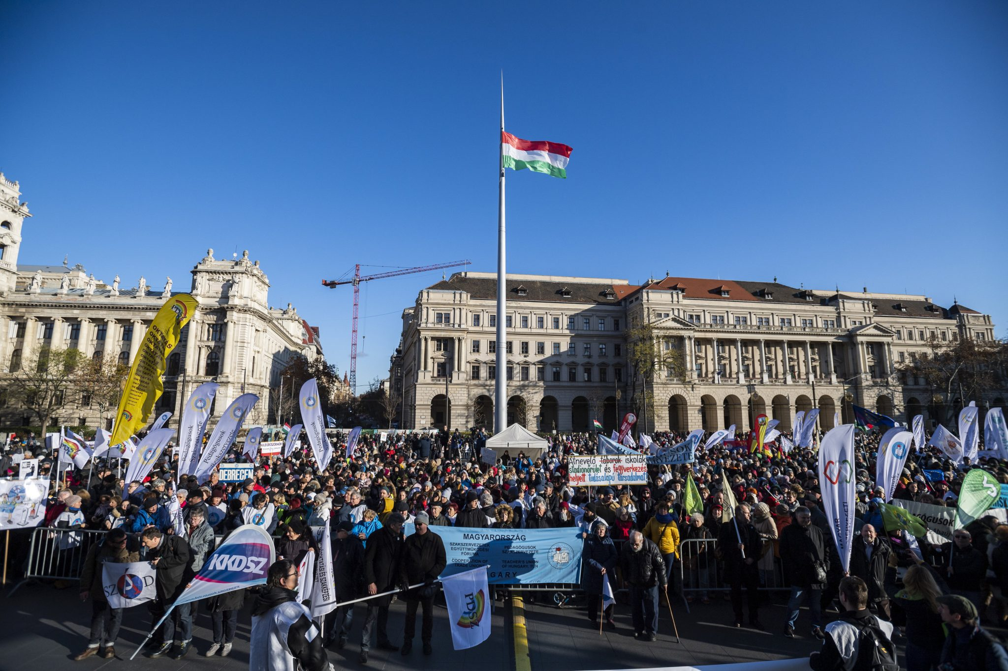 Teacher Demonstrations in Budapest for Better Wages and Working Conditions