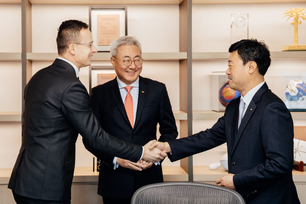 Trade Minister: New South Korean Investments to Create 300 Jobs in Hungary post's picture