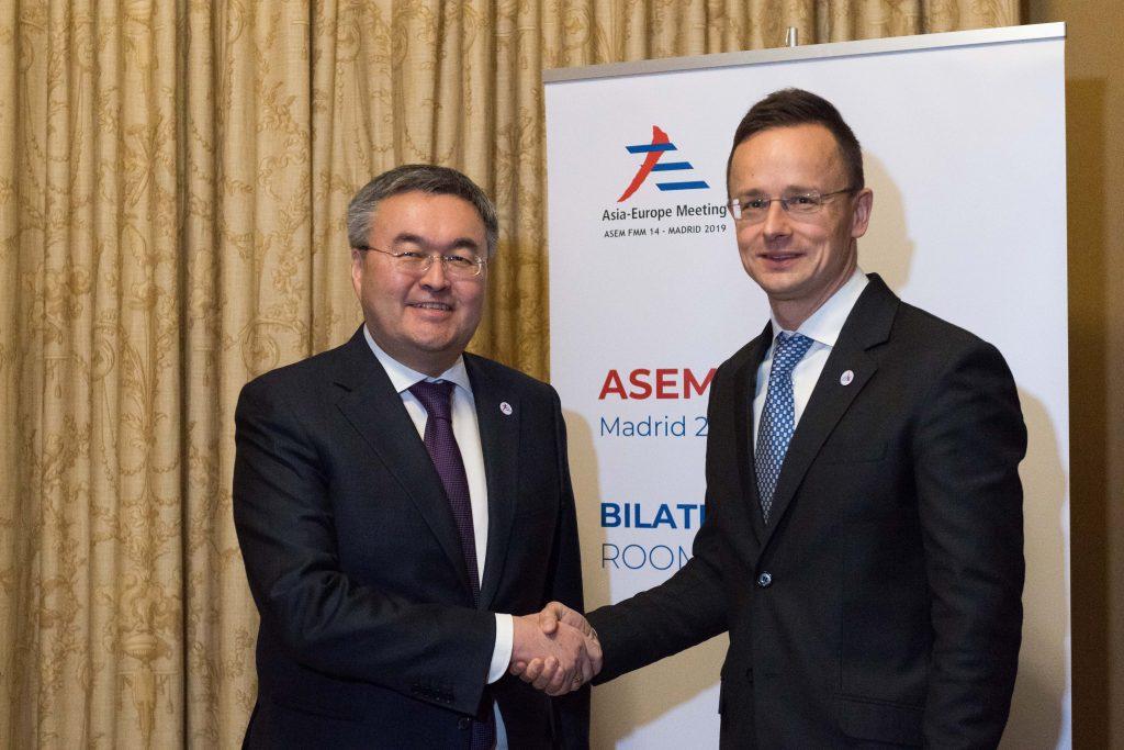 Coronavirus – Szijjártó: Kazakhstan Donates 100,000 Masks to Hungary post's picture