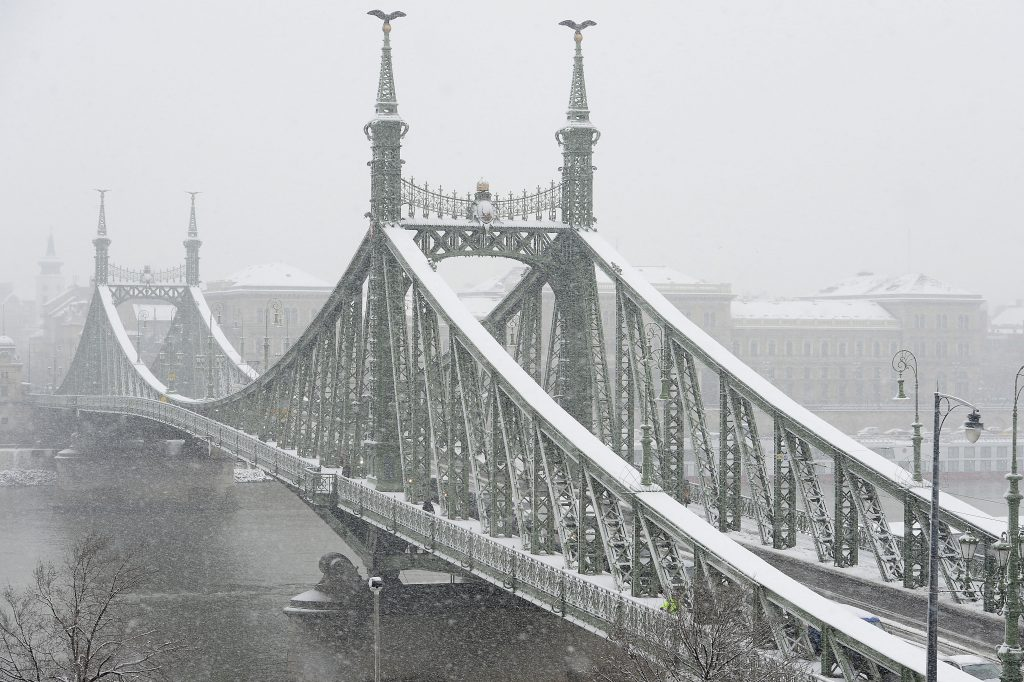 Hungary Hit with First Snowfall of the Season – Photo Gallery! post's picture