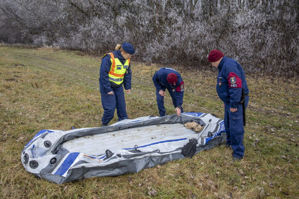 Five Migrants Attempt to Enter Hungary in Rubber Dinghy post's picture