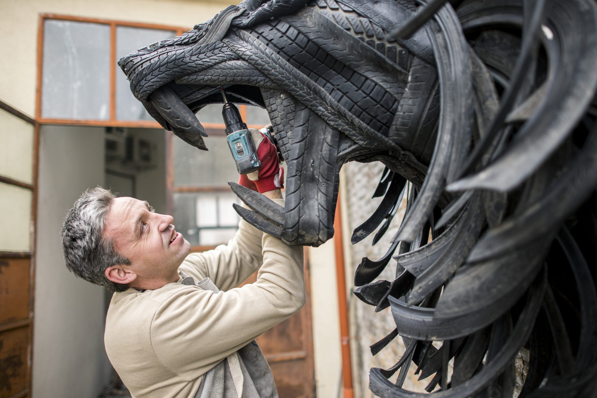 Hungarian Artist Recycles Old Tires into Spectacular Statues – Gallery! post's picture
