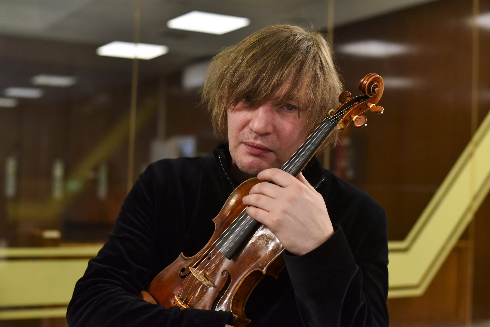 Famous Musician Félix Lajkó Gets Back Stolen 19th Century Violin post's picture