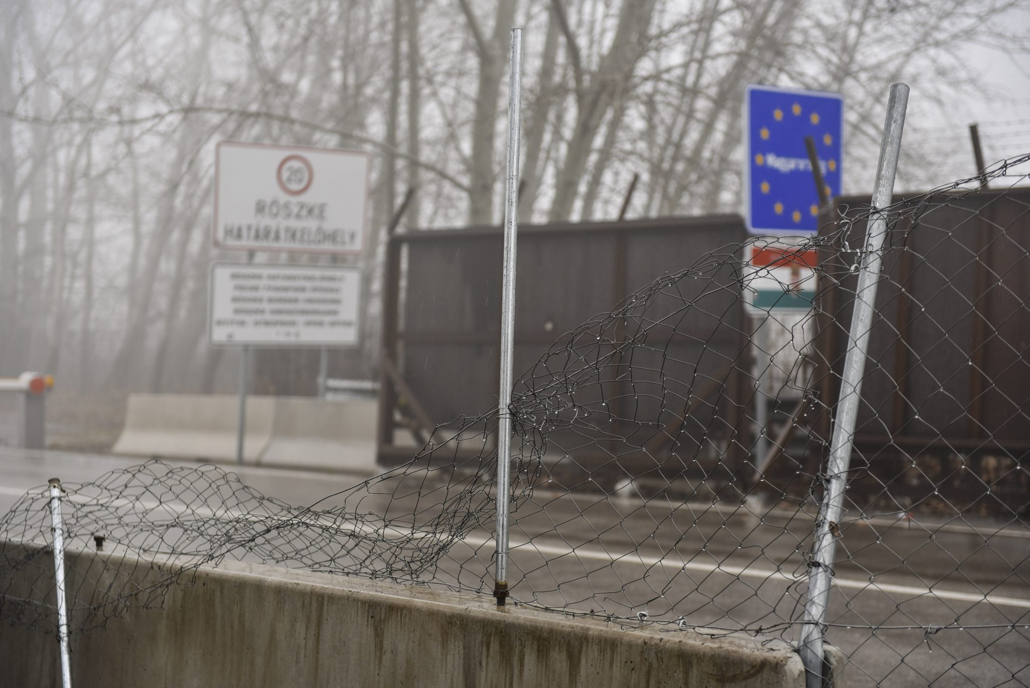 Court Hands Prison Sentence to Migrants Breaking Through Röszke Border Fence post's picture