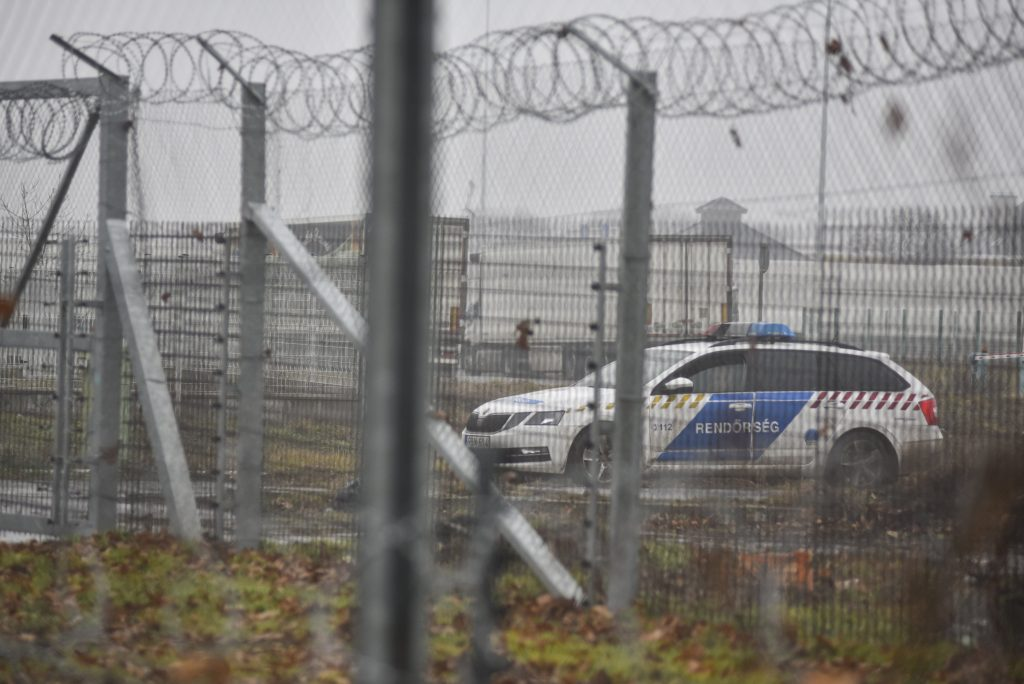 Criminal Proceedings under way against 5 Migrants Detained near Röszke post's picture
