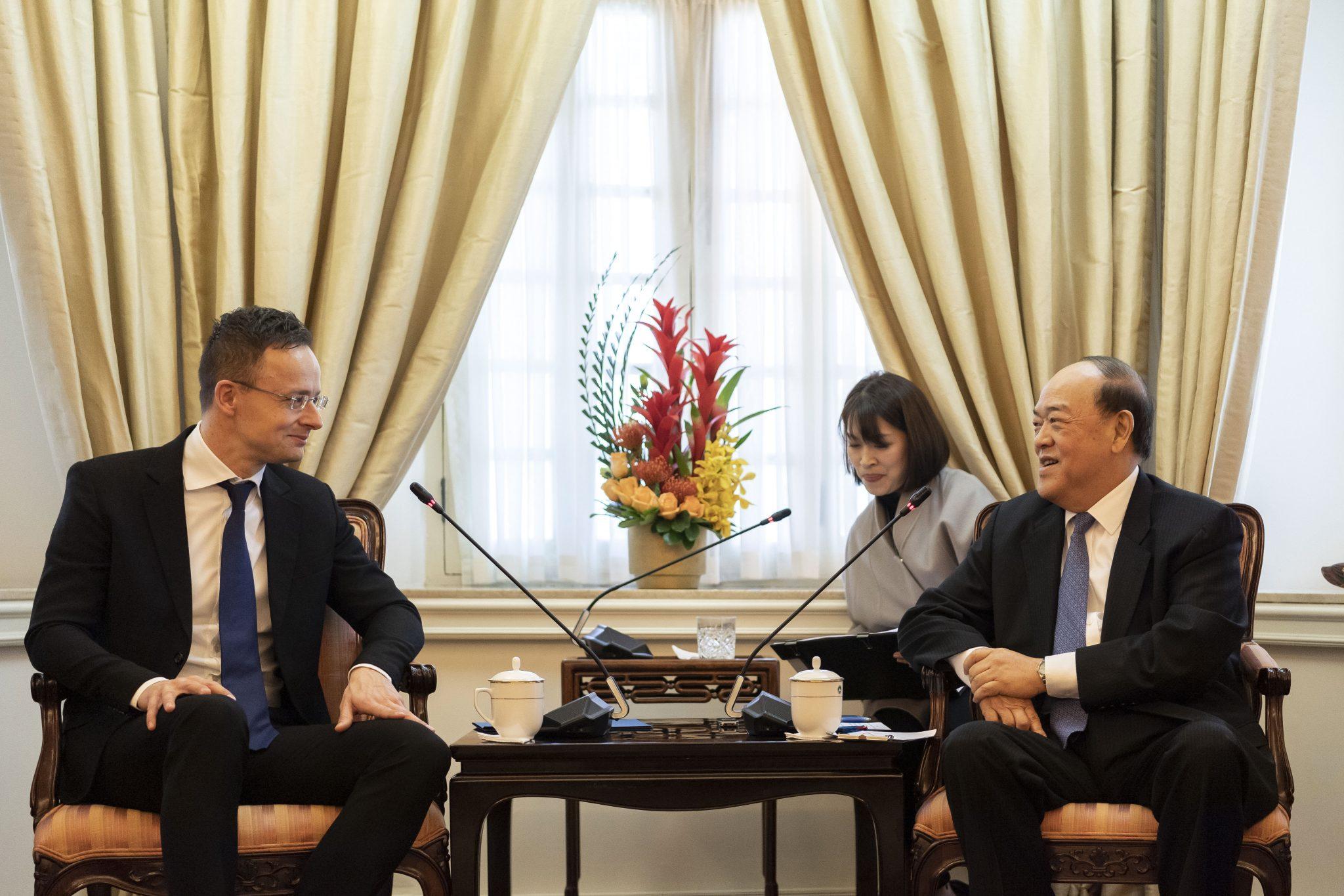 Szijjártó: Macau Shows Interest in Premium Hungarian Goods, Services post's picture