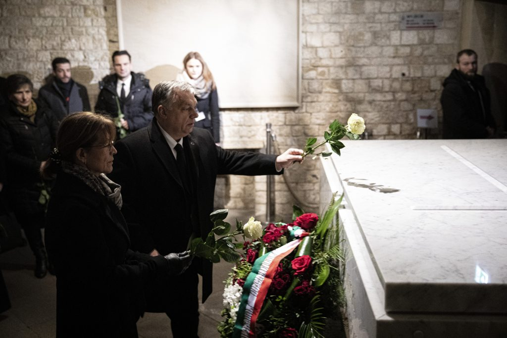 Orbán Visits Krakow, Lays Wreath at Lech Kaczynski's Grave post's picture