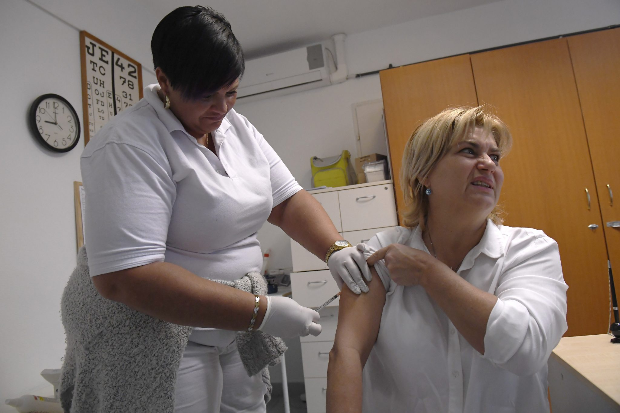 Coronavirus - Chief Infectologist: Getting Flu Jab More Important than Before