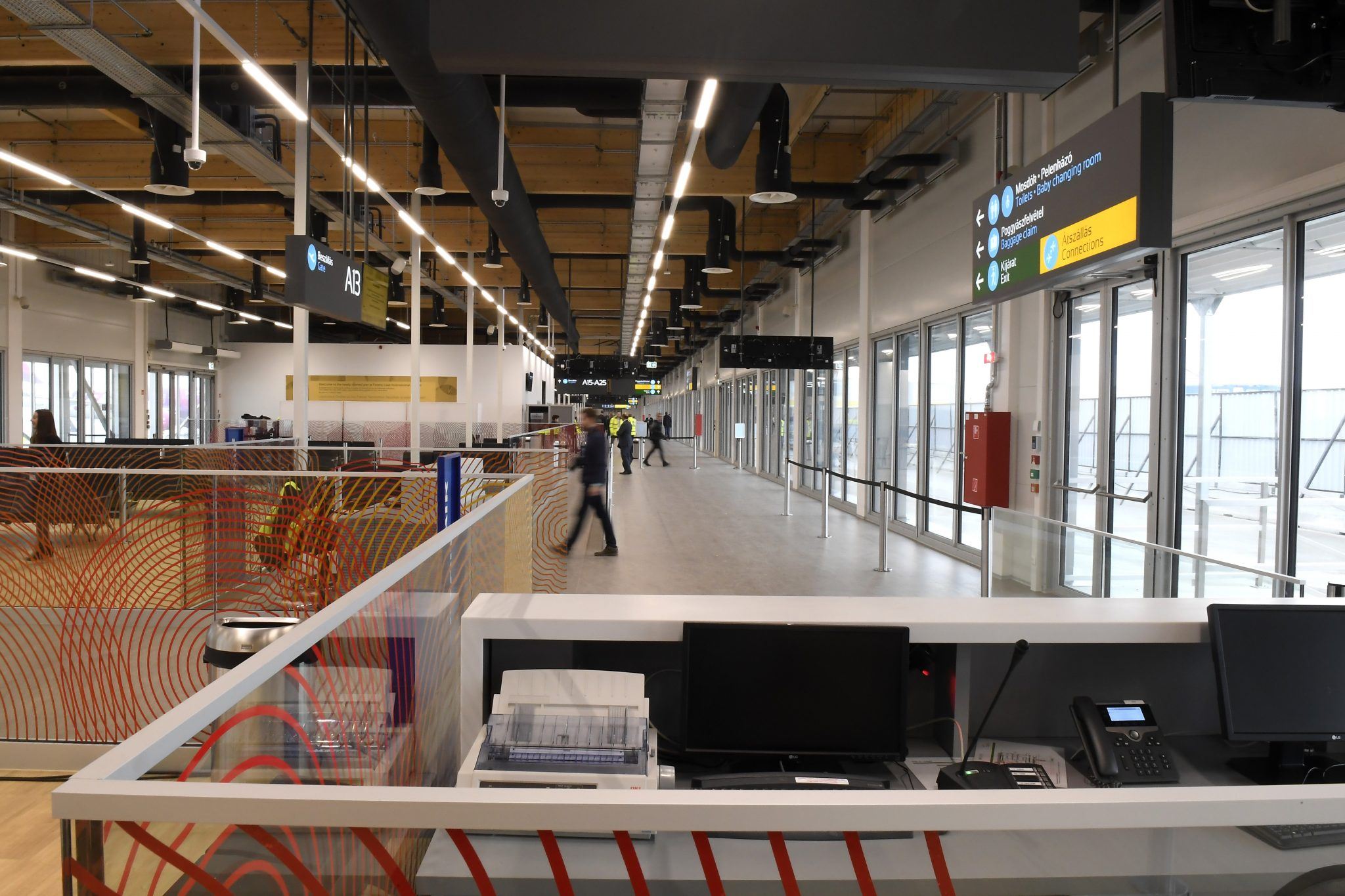 New Terminal Building Handed Over at Budapest Airport Replacing Low Cost 'Container Building' post's picture