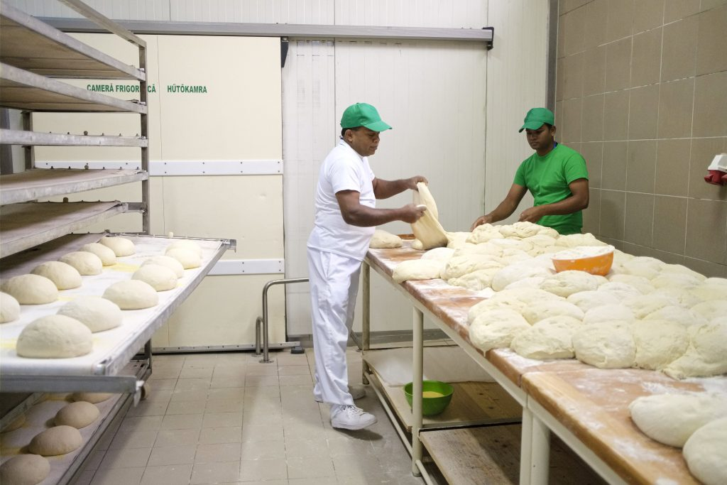 Two Sri Lankan Bakers Employed in Gyergyóditró Causes Anti-migration Uproar post's picture