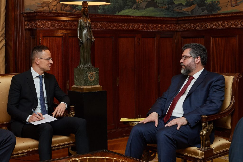 Hungary, Brazil Reject Global Migration Compact as Basis for Reference, says FM Szijjártó post's picture